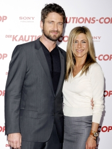 Gerard Butler and Jennifer Aniston attend the German photocall of 'The Bounty Hunter' at hotel de Rome in Berlin, Germany on March 29, 2010