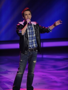 Aaron Kelly performs 'Ain't No Sunshine' during Top 10 Week on 'American Idol' on March 30, 2010