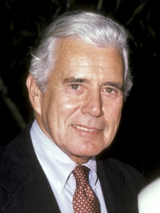 John Forsythe attends a press conference for Linda Evans&#8217;s &#8216;Carrington&#8217; perfume in Los Angeles on October 20, 1985