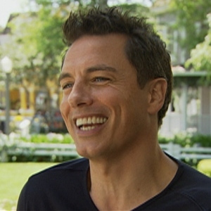 John Barrowman Heats Up 'Desperate Housewives'