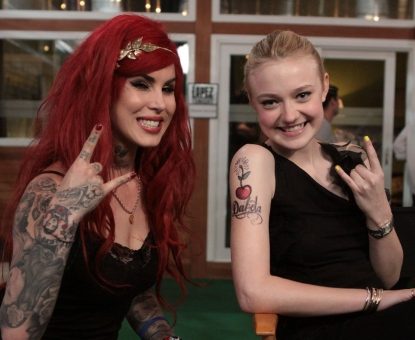 Kat Von D and Dakota Fanning stopped by &#8216;Lopez Tonight&#8217; on March 22, 2010