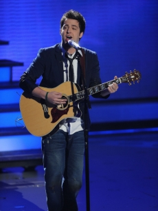 Lee DeWyze performs &#8216;Hey Jude&#8217; during Top 9 week on &#8216;American Idol&#8217; on April 6, 2010