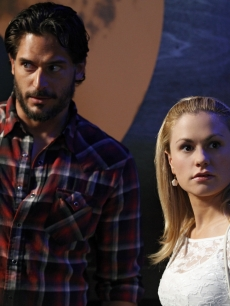 Joe Manganiello and Anna Paquin in a scene from Season 3 of 'True Blood'