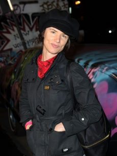 Juliette Lewis arrives at Banksy&#8217;s &#8216;Exit Through The Gift Shop&#8217; premiere at the Los Angeles Theater on April 12, 2010