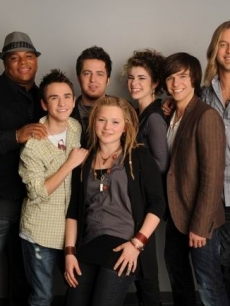 The Top 7 'Idol' contestants Michael Lynche, Aaron Kelly, Lee DeWyze, Crystal Bowersox, Siobhan Magnus, Tim Urban and Casey James pose together on April 14, 2010