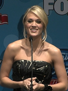 Carrie Underwood Gives Back