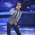 Aaron Kelly performs during Sinatra week on 'American Idol,' May 4, 2010