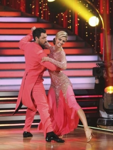 Erin Andrews and partner Maksim Chmerkovskiy are quick on their feet during their quickstep on 'Dancing with the Stars' Season 10, Week 7 on May 3, 2010