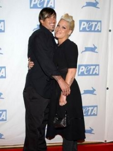 Carey Hart and Pink hug for the PETA Gala press, 2005