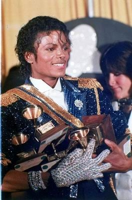 MJ smiles backstage with 8 Grammy awards! Los Angeles, 1984