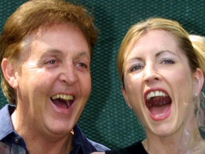 Paul McCartney and Heather Mills announce their engagement!