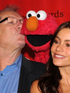 'Modern Family's' Ed O'Neill and Sofia Vergara cuddle up with Elmo at the 69th Annual Peabody Awards at The Waldorf Astoria, NYC, May 17, 2010