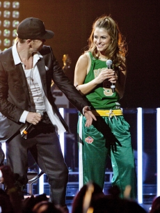 Maria Menounos and the New Kids On The Block&#8217;s Donnie Wahlberg hit the stage