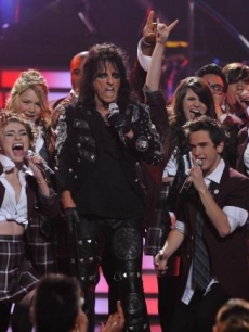 'American Idol' finalists rock out with Alice Cooper during the season nine finale 2010 at the Nokia Theatre on May 26, 2010 in Los Angeles