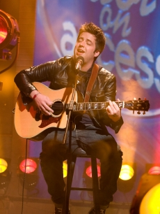 Lee DeWyze, the new 'American Idol,' in the studio at Access Hollywood on May 27, 2010