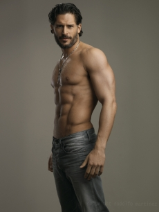 'True Blood's' Joe Manganiello seen sporting some serious abs!