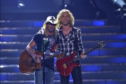 Bret Michaels joins Case James on stage for 'Every Rose Has Its Thorn,' 'American Idol' Season 9 finale, May 26, 2010