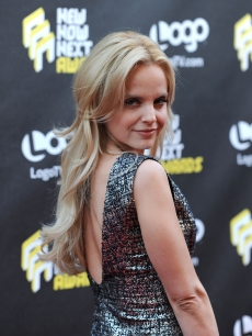Timeless beauty, Mena Suvari, grew up far from the Hollywood spotlight in the relaxing and scenic beach town of Newport, Rhode Island.