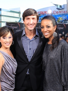 "Gold medalists Kristi Yamaguchi and Evan Lysacek with Access' own Shaun Robinson at the ""Eclipse"" premiere, LA, June 24, 2010"