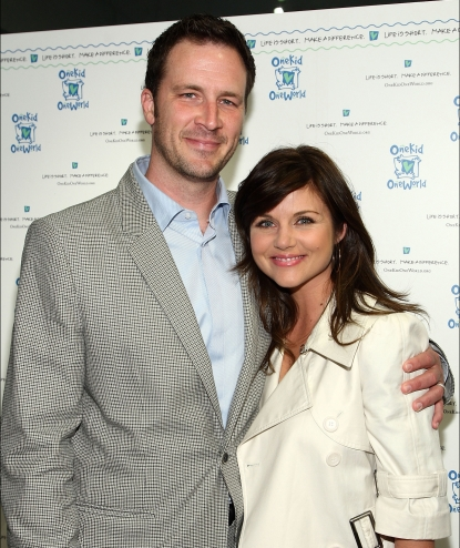 Brady Smith and Tiffani Thiessen attend the OneKid OneWorld's shop for a cause held at Vince Clothing, Los Angeles, May 12, 2009