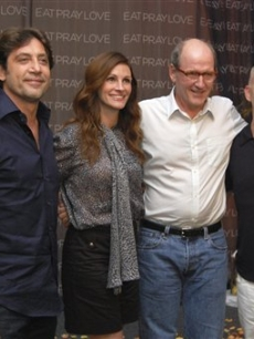 "Javier Bardem, Julia Roberts, Richard Jenkins and producer Ryan Murphy pose for photographers at a media event promoting their new movie ""Eat Pray Love"" in Cancun, Mexico, June 29, 2010"