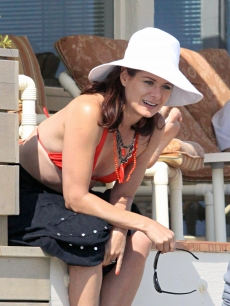 Debra Messing sports red, white and blue in Malibu, July 4, 2010