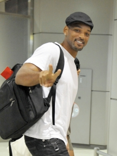 Will Smith gives the peace sign as he arrives at Narita International Airport, Japan, August 3, 2010