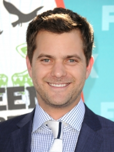 &#8220;Fringe&#8221; star Joshua Jackson arrives at the 2010 Teen Choice Awards at Gibson Amphitheatre, LA, August 8, 2010