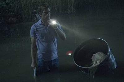 Dexter nervously checks his surroundings in a scene from Season 5