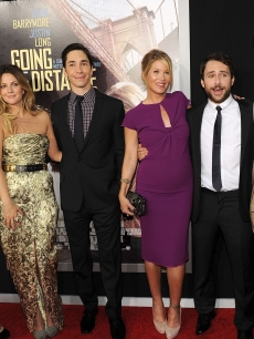 Kelli Garner, Drew Barrymore, Justin Long, Christina Applegate, Charlie Day, and Jason Sudeikis arrive at the premiere of Warner Bros. 'Going The Distance' held at Grauman's Chinese Theatre on August 23, 2010 in Los Angeles, California.