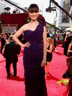 """Bones"" star Emily Deschanel poses on the NBC platform at the Emmys, LA, Aug. 29, 2010"