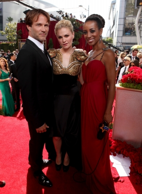 """True Blood's"" Stephen Moyer and Anna Paquin pose with Shaun Robinson on the Emmys red carpet, LA, Aug. 29, 2010"
