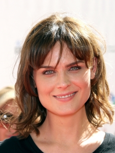 """Bones"" star Emily Deschanel arrives at Stand Up To Cancer held at Sony Pictures Studios, Culver City, on September 10, 2010"