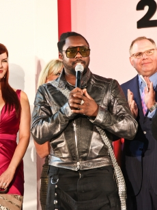Marcellus Reynolds, Sara Rue, Will.I.Am, Owner of the Beverly Center Bill Taubman and West Coast Editor of Vogue Magazine Lisa Love kick off Fashion&#8217;s Night Out at the Beverly Center in LA on September 10, 2010 