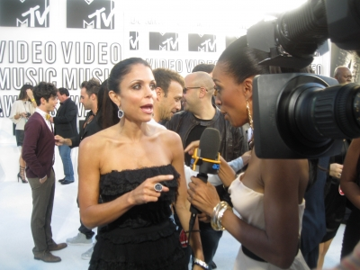 Bethenny Frankel chats with Shaun on the white carpet at the 2010 MTV VMAs