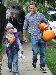 Breckin Meyer leaves The Pumpkin Patch, Los Angeles, October 17, 2010