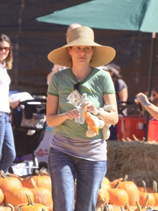 Debra Messing dons a hat as she hits a pumpkin patch, Los Angeles, October 9, 2010