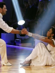 "Brandy and Maksim Chmerkovskiy waltz on ""Dancing,"" Nov. 8, 2010"