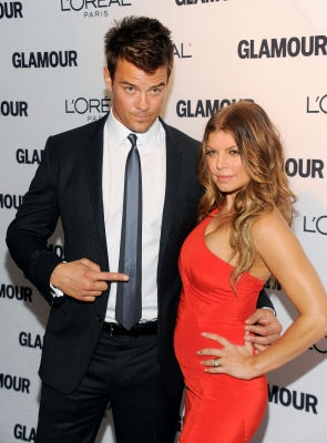 Josh Duhamel points at wife Fergie on the red carpet at the Glamour Magazine 2010 Women of the Year Gala at Carnegie Hall, NYC, November 8, 2010