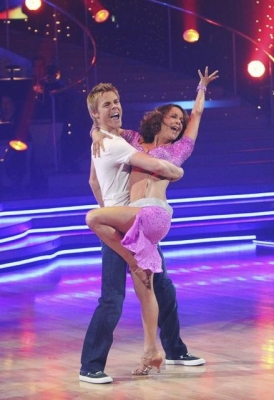 Jennifer Grey and Derek Hough dance in the finals of 'Dancing with the Stars.' (November 22, 2010)