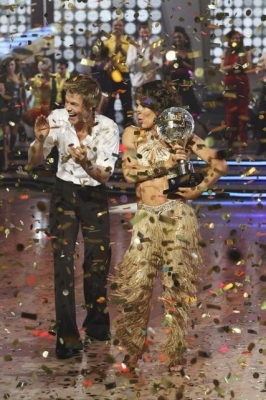Jennifer Grey and Derek Hough celebrate as Season 11 champions during &#8220;Dancing with the Stars: The Results&#8221; on November 23, 2010