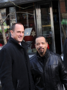"Christopher Meloni and Ice-T film on location for ""Law & Order SVU,"" NYC, December 22, 2010"