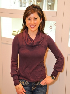 Kristi Yamaguchi shows off jewelry at Pandora at Westfield San Francisco Centre, San Francisco, December 22, 2010