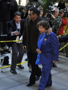 Jackie Jackson and Katherine Jackson arrive for the preliminary hearing for Dr Conrad Murray in Los Angeles on January 4, 2011
