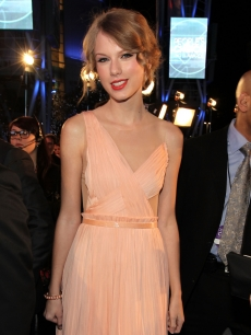 Taylor Swift arrives at the 2011 People's Choice Awards at Nokia Theatre L.A. Live in Los Angeles on January 5, 2011