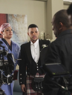 Wilson Cruz &amp; Sara Ramirez in &#8220;Start Me Up,&#8221; the January 13, 2011 episode of &#8220;Grey&#8217;s Anatomy&#8221;