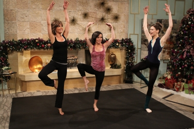 "Ballerina trainer Mary Helen Bowers shows Lisa Rinna and Kit Hoover her ""Black Swan"" workout techniques on Access Hollywood Live on December 20, 2010"