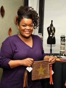 &#8220;Community&#8217;s&#8221; Yvette Nicole Brown smiles with her personalized jewelry by Michelle Fylnn Designs!