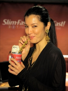 Kelly Hu gets red carpet ready with a SLIM-FAST!
