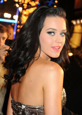 Katy Perry arrives at the 2009 MTV Video Music Awards at Radio City Music Hall on September 13, 2009 in New York City